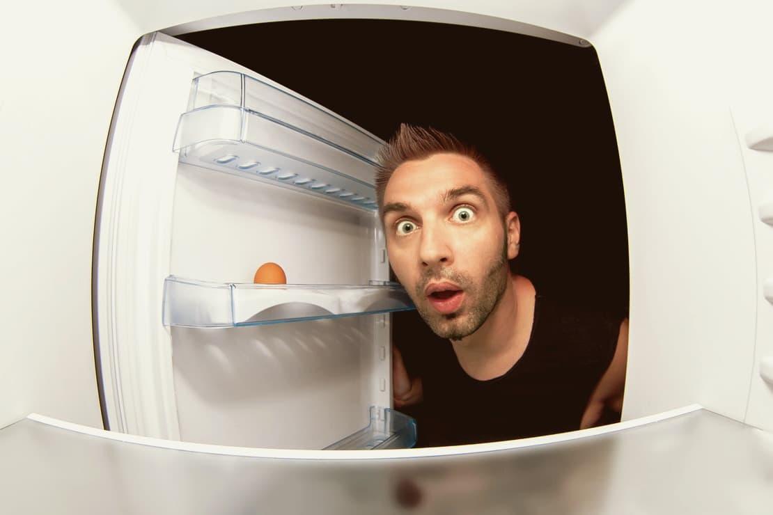 Почему трещит холодильник