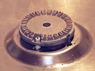 Постояанно щелкает и не отключается электроподжиг газовой плиты