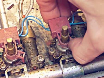 Снимаем кнопки электроподжига горелок