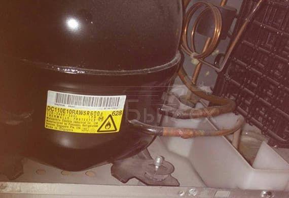 После замены мотора холодильник заправляют фреоном