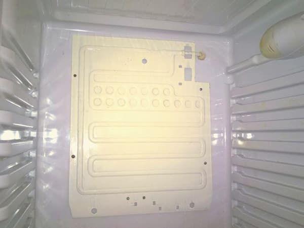 Навесной испаритель при утечке фреона в запененной части холодильника Indesit