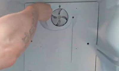 Прикручиваем заднюю стенку холодильника с No Frost