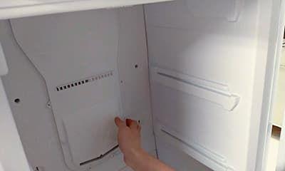 Снимаем пластиковую панель, за которой находится вентилятор