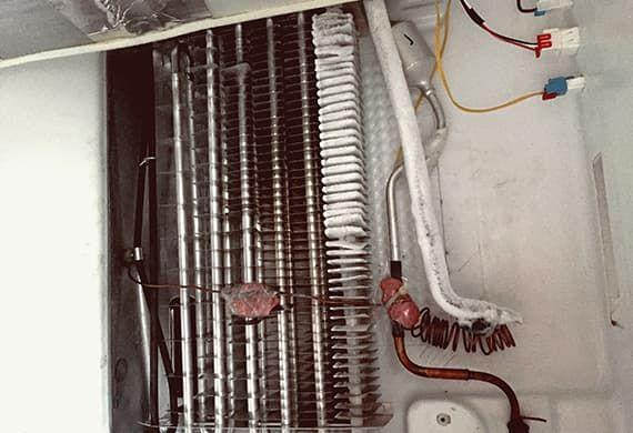 Утечка фреона в испарителе - требуется её устранения и заправка холодильника