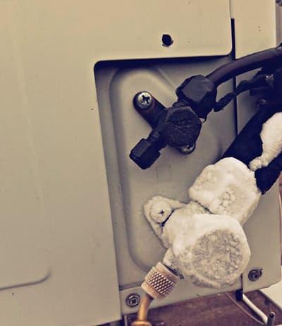 Обмерзла газовая трубка внешнего блока сплит-системы