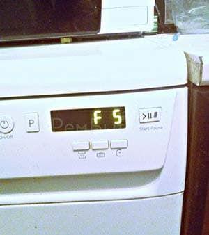 Ошибка F5 в посудомоечной машине Hotpoint-Ariston