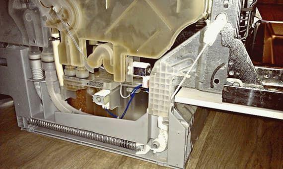 Подъемный механизм дверцы в посудомоечной машине Bosch