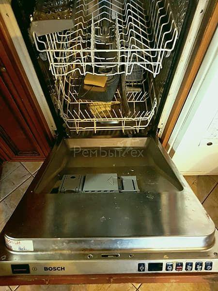 Почему посудомоечная машина постоянно сливает воду