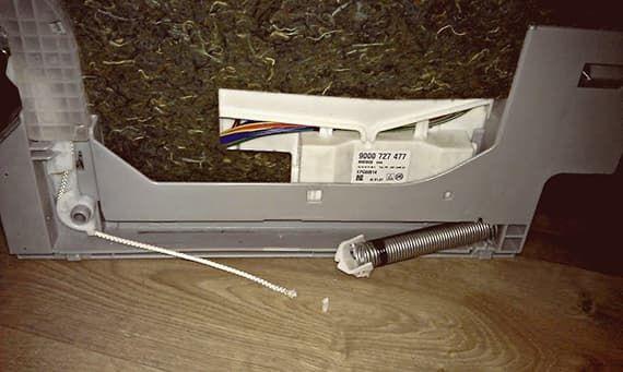 Сломался держатель пружины в посудомойке Bosch