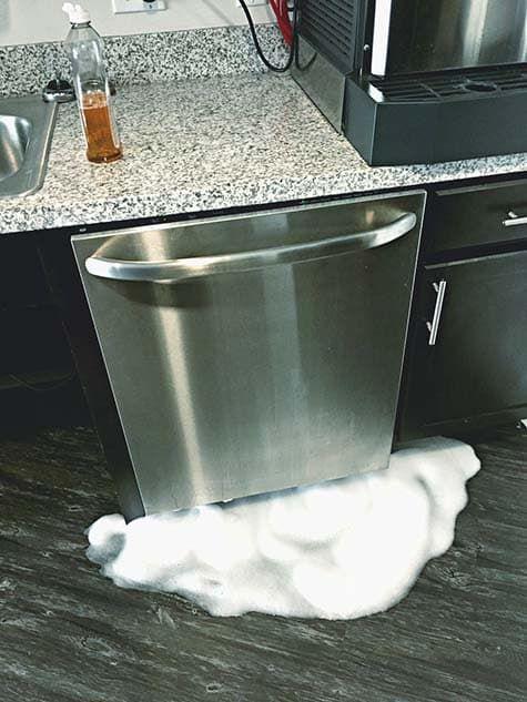Протекла посудомоечная машина