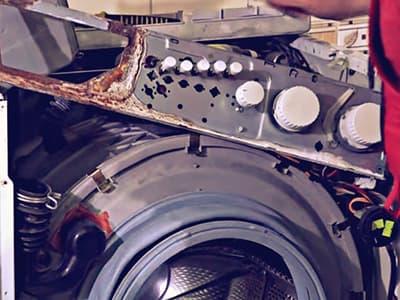 Разборный бак на защелках в стиральной машине Beko