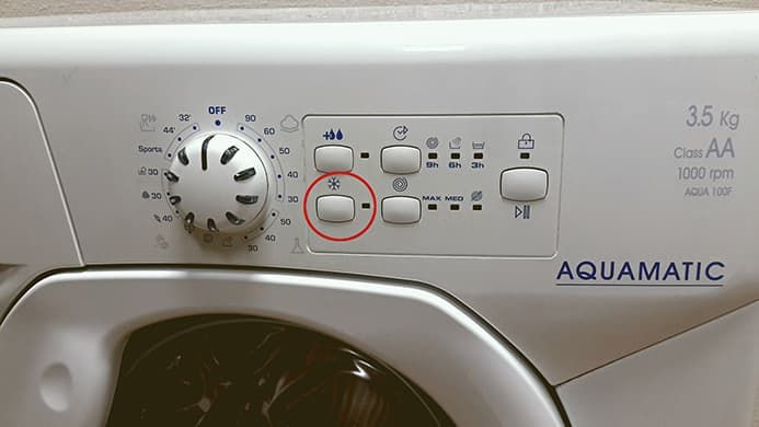 Какие индикаторы мигают при ошибке в машинах Candy Aquamatic без дисплея