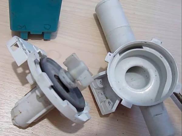Неисправный сливной насос в стиральной машине Whirlpool