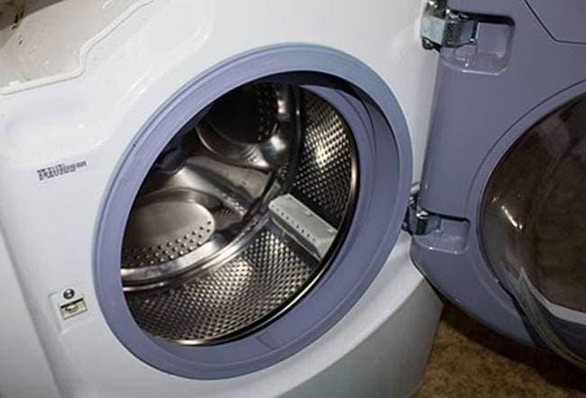 Косточка от бюстгальтера в перфорации барабана стиральной машины