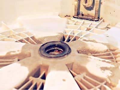Неисправный подшипник в заднем полубаке стиральной машины