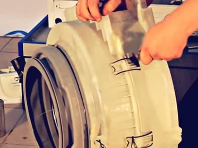 Разборный бак на пружинах в стиральной машине Samsung