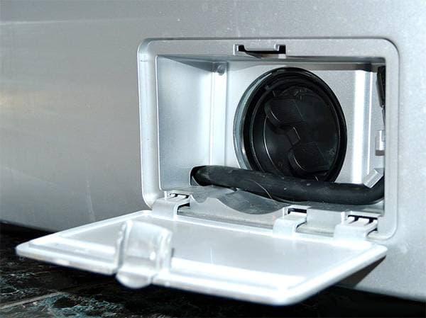 В стиральную машину занусси попала косточка от бюстгальтера