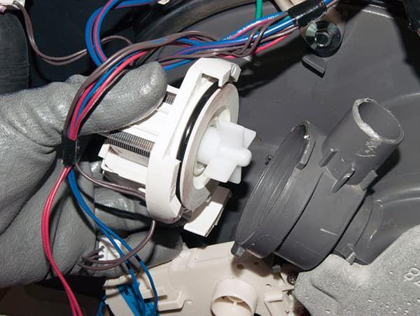 Неисправен сливной насос стиральной машины Вирпул