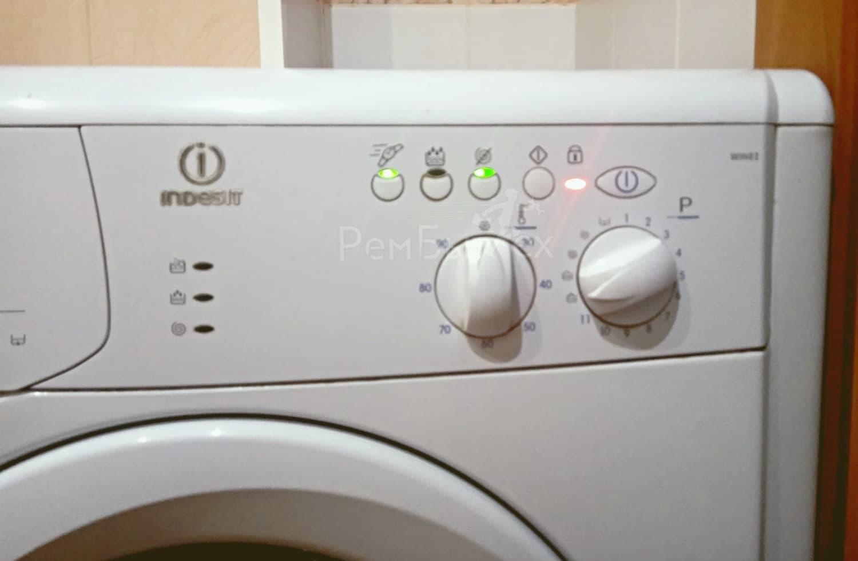 Стиральная машина Indesit  не сливает воду