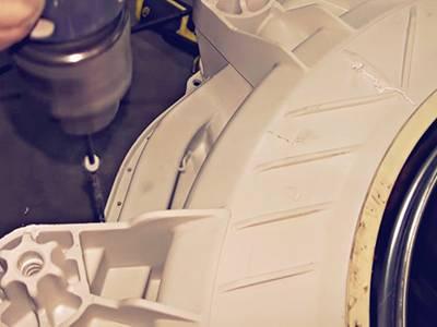 Стиральная машина с неразборным баком: сверлим отверстия под винты или саморезы заранее