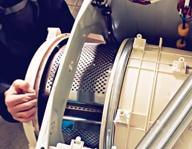 Извлекаем барабан стиральной машины Indesit через заднюю часть стиралки