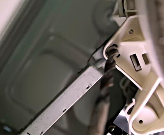 Высверливаем встроенную защелку в стиральной машине Bosch