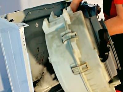 Вытаскиваем бак стиральной машины Самсунг через перед