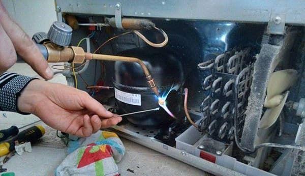 Устранение утечки фреона в холодильнике Хотпойнт-Аристон