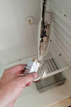 Замена термостата в холодильнике Аристон