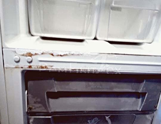 Ржавчина по периметру морозилки - признак утечки фреона в контуре обогрева