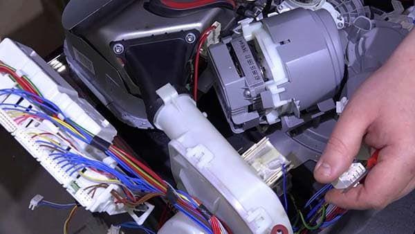Замена циркуляционной помпы в посудомоечной машине Bosch