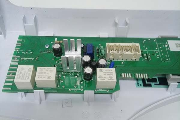 Ремонт электронного контроллера в стиральной машине Candy