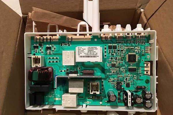 Новая плата управления стиральной машины Electrolux