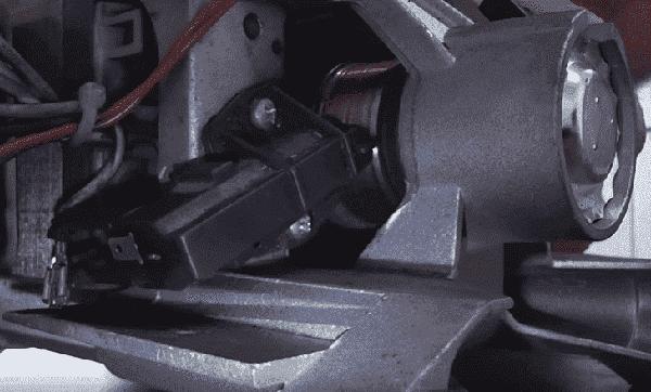 Щетки мотора постоянно трутся о коллектор двигателя