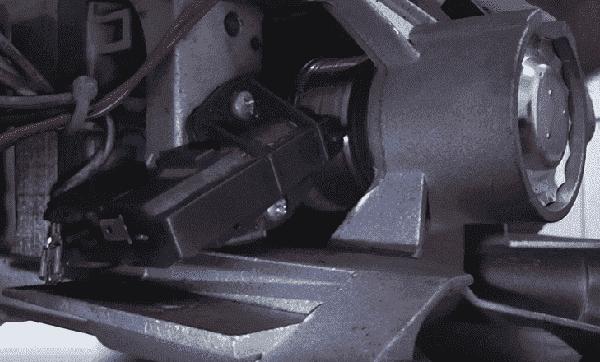 Щетки трутся о коллектор мотора