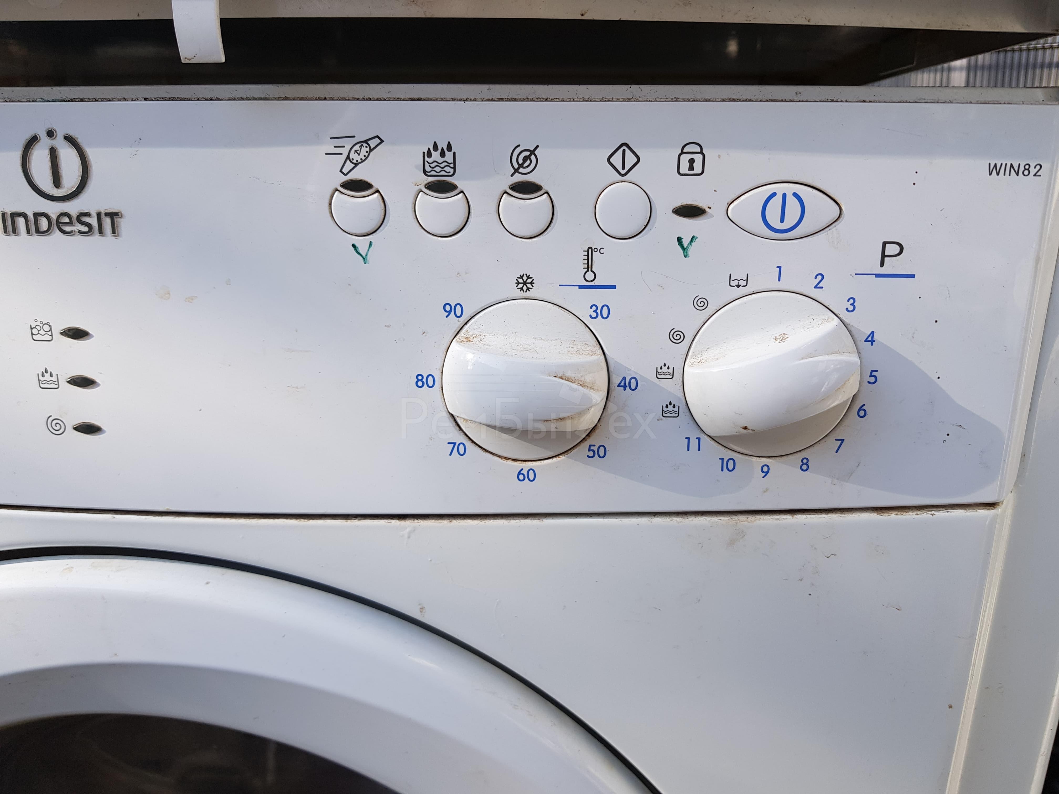 Если на стиральной машине индезит мигают все индикаторы, то в первую очередь нужно узнать почему так происходит.